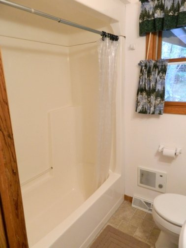 http://www.elylodging.com/custimages/ClearLakeBathroom2.jpg