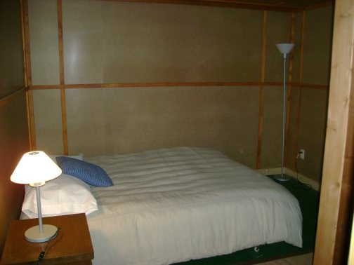 http://www.elylodging.com/custimages/ClearLakeBedroom4.jpg
