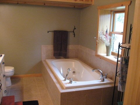 http://www.elylodging.com/custimages/EverettRidgeBathroom.jpg